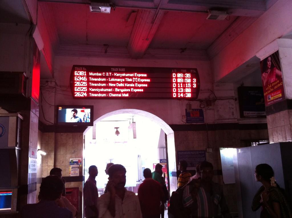 トリバンドラム駅の電光掲示板